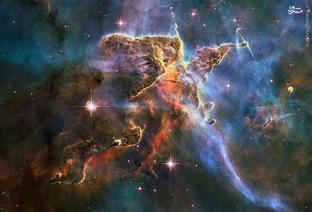 مجموعهای از اجرام آسمانی طوفانی که با نام سحابی شاهتخته شناخته میشود. این سحابی در صورت فلکی شاهتخته قرار دارد. فاصله آن از زمین 7500 سال نوری است و در نیمکره جنوبی آسمان واقع شده است.