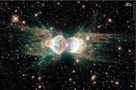 نور باقیمانده از ستاره خورشید مانندی که در حال مرگ است. این ستاره به نامهای سحابی آنت، Menzel 3 و Mz3 نیز شناخته میشود.