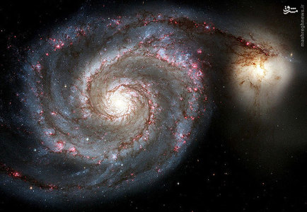 نمایی از کهکشان مارپیچ که در قسمت زرد مرکزی آن، ستارههای پیر قرار دارند.