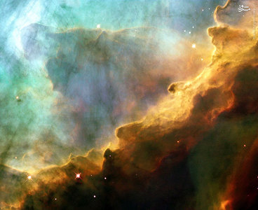 عکسی از منطقه کوچکی از ستاره M17 که به نام سحابی اومگا نیز شناخته میشود. این سحابی در فاصله 5500 سال نوری از زمین قرار دارد. سحابی اومگا با اسمهای سحابی قو یا سحابی نعل اسبی نیز شناخته میشود و  در منطقه اچ دوم (H II) در صورت فلکی کمان قرار دارد . دهانه این سحابی حدود ۱۵ سال نوری قطر دارد . قطر مادهٔ میان ستارها که خود سحابی اومگا نیز بخشی از آن است ٬ ۴۰ سال نوری است. جرم کل سحابی اومگا ۸۰۰ برابر جرم خورشید است .