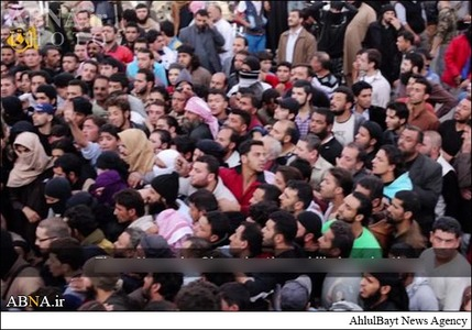 resized 786609 706 لگد کوب کردن افسران سوریه+تصاویر