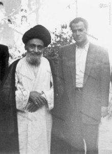 شهید سید حسین امامی در کنارآیت الله سید ابوالقاسم کاشانی