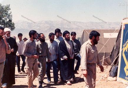 شهید آیت الله سید محمد باقر حکیم در میان برخی از اعضای سپاه بدر
