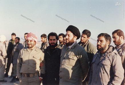 شهید آیت الله سیدمحمدباقر حکیم در میان برخی از اعضای سپاه بدر