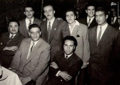 مظفر بقایی کرمانی در کنار برخی هوادارانش در دوران نهضت ملی