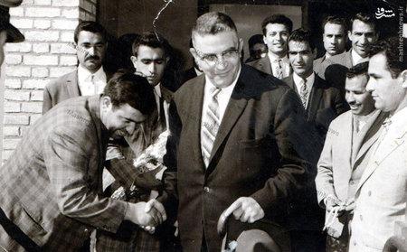 مظفر بقایی کرمانی در سفر به اصفهان