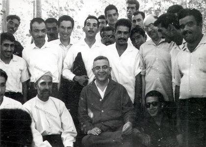 مظفر بقایی کرمانی در میان اعضای حزب زحمتکشان در اصفهان