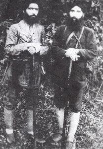 دکتر حشمت جنگلی طالقانی در کنار دکتر سید عبدالکریم کاشی