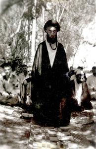 دهه 30، شهيد آيت الله دستغيب در حال نماز