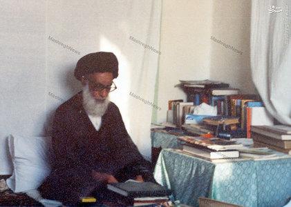 شهيد آيت الله دستغيب در منزل شخصي پس از پيروزي انقلاب اسلامي