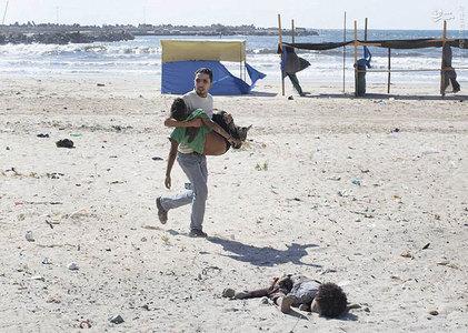 قربانیان بمباران هوایی اسرائیل در ساحل غزه. عکاس:  TYLER HICKS