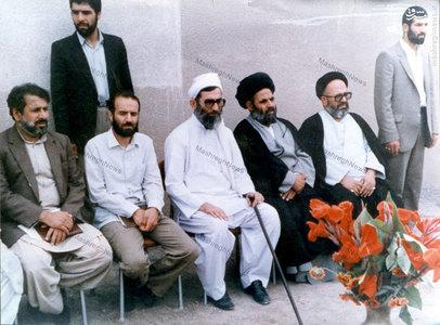 آیت الله سید علی غیوری در کنار رهبر معظم انقلاب در سفر به استان سیستان و بلوچستان