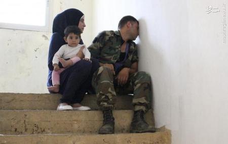 بستگان سرباز لبنانی علی السید که توسط داعش سربریده شد.در 29 اوت 2014 گروه تروریستی داعش از میان 19 لبنانی گروگان گرفته شده یکی را سر برید.