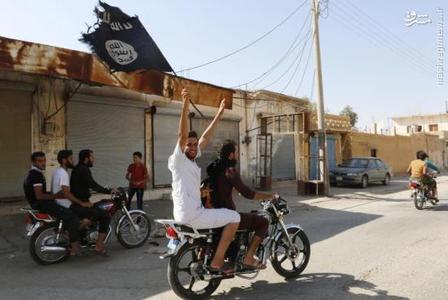 گشت زنی اعضای داعش در خیابان های رقه در سوریه. آگوست 2014