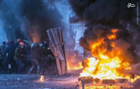 درگيري معترضان با پليس ضد شورش در كيف اوكراين