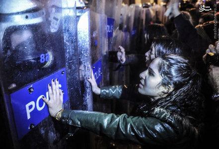 اعتراض زنان در استانبول در روز جهاني زن