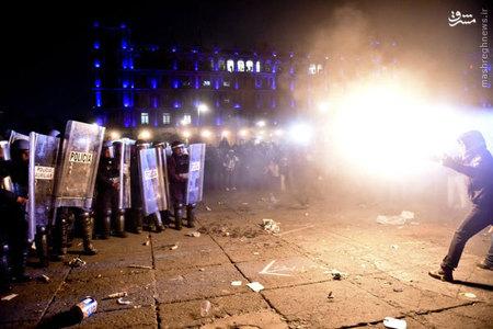 درگيري معترضان حشمگين از ناپديد شدن 43 دانش آموز با پليس مكزيك