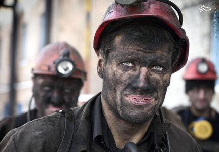 معدنچيان در حال بازگشت از معدن ذغال سنگ در منطقه دونتسك كه تحت كنترل روسيه قرار دارد