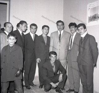جهان پهلوان غلامرضا تختی در جمع دوستانش در واپسین سال حیات