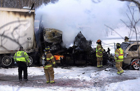 resized 855916 355 تصادفی که منجر به آتشبازی شد / تصاویر