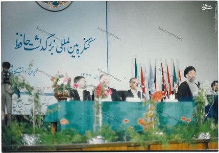 استاد سید جعفر شهیدی در کنار رهبر معظم انقلاب در کنگره بین المللی بزرگداشت حافظ