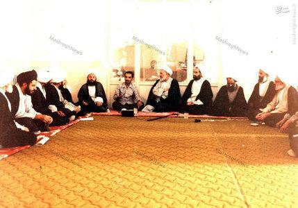 دیدار شهید محمدعلی رجایی رئیس جمهور وقت با اعضای جامعه مدرسین حوزه علمیه قم