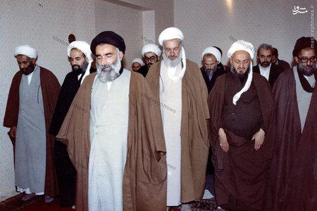 اقامه نماز جماعت در پایان یکی از جلسات جامعه مدرسین حوزه علمیه قم