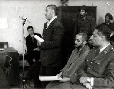 شهید سید محمد واحدی در حال ایراد دفاعیات خود در دادگاه نظامی