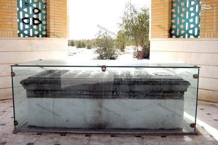 مرقدمطهر شهید نواب صفوی در قبرستان وادی السلام قم