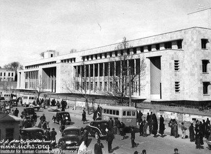 سبزه میدان و ساختمان تازه تاسیس بانک ملی بازار و چگونگی ترافیک خیابان بوذرجمهری در اواسط سلطنت رضاشاه