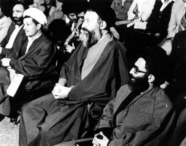 اسفند1357، آیات بهشتی، خامنهای و هاشمی رفسنجانی در یکی از جلسات در دفترحزب جمهوری اسلامی