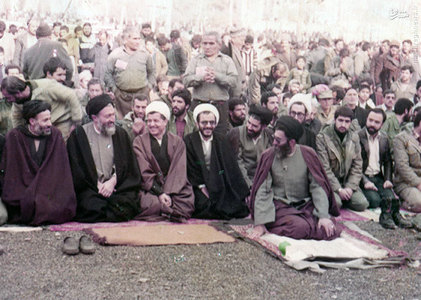 4 اسفند 1359، رهبران حزب جمهوری اسلامی در صف نخست نمازجمعه تهران