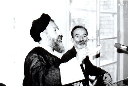 آیت الله بهشتی و دکتر عباس شیبانی در یکی از جلسات تشریح مواضع حزب جمهوری اسلامی