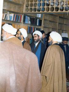 اعضای حزب جمهوری در کنار یکدیگر. در تصویر شهید بهشتی، مرحوم آیت الله مشکینی و آیت الله راستی کاشانی نیز دیده می شوند