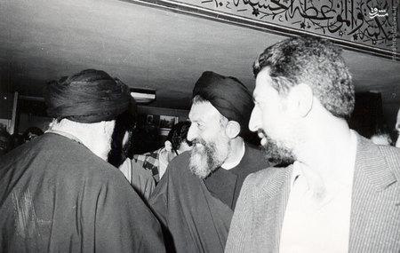 شهید آیت الله محمد حسین بهشتی در کنار اعضای حزب جمهوری اسلامی