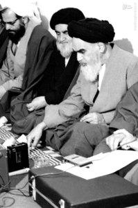 شهید آیت الله فضل الله محلاتی به اتفاق روسای کمیته های انقلاب اسلامی در دیدار با امام خمینی