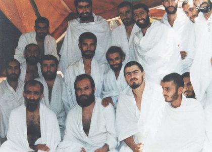 شهید آیت الله فضل الله محلاتی در کنار آیت الله ربانی املشی در سفر حج