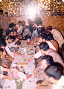 شهید آیت الله فضل الله محلاتی در یکی از ضیافت های آستان قدس رضوی(ع)<br />