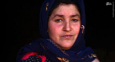 سه فرزند او به مدرسه میروند؛ کوچکترین کودک او دو و نیم ساله و بزرگترین کودکش ۱۲ ساله است. پری گل همه کارهای خانه را با پاهایش انجام میدهد.