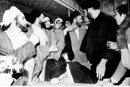 12 فروردین 1358، آیت الله العظمی مرعشی نجفی لحظاتی پس از ورود به محل اخذ آراء