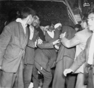 امام خمینی در دیدار عمومی در منزل شخصی پس از آزادی از بازداشتگاه ساواک