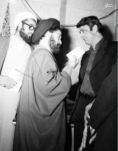 دکتر صادق طباطبایی در کنار حجت الاسلام سید احمد خمینی در دفتر امام در شهر قم