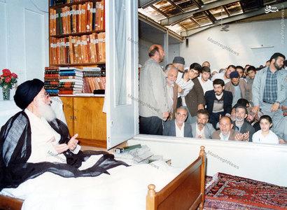 آیت الله العظمی سید محمدرضا گلپایگانی در حاشیه یکی از مجالس روضه در منزل شخصی