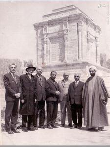 استاد محمدتقی شریعتی در کنارشهید آیت الله مطهری در مشهد و کنار آرامگاه حکیم ابوالقاسم فردوسی