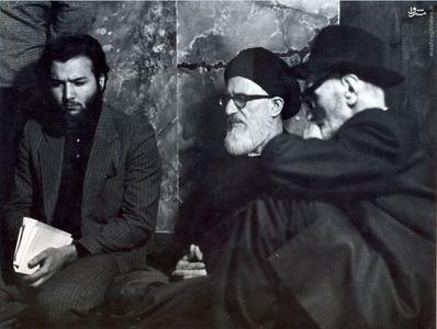 استاد محمدتقی شریعتی در کنار آیت الله طالقانی در مراسم بازگشایی حسینیه ارشاد پس از پیروزی انقلاب