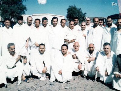 استاد شهید آیت الله مطهری به اتفاق دکترعلی شریعتی، محمود مانیان و برخی دیگر از دوستان در سفر حج