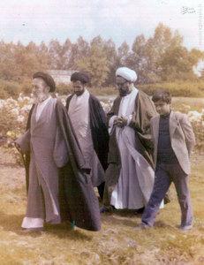 استاد شهید آیت الله مطهری به اتفاق علامه سید محمد حسین طباطبایی در سفر استعلاجی ایشان به منچستر انگلستان
