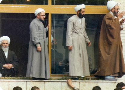 استاد شهید آیت الله مطهری به اتفاق آیات:شیخ صادق خلخالی، شرعی و ربانی شیرازی در مدرسه علوی تهران در روزهای اوج گیری انقلاب