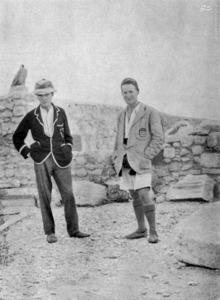 لورنس (نفر سمت راست) در جوانی. سال 1912
