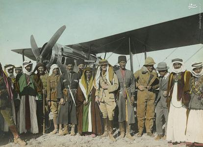 هربرت ساموئل(وسط تصویر) در کنار امیر عبدالله (سمت راست) و لورنس عربستان (سمت چپ)